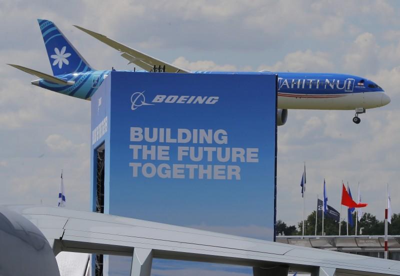 川普曾建議737 MAX「換馬甲」 波音CFO:可考慮