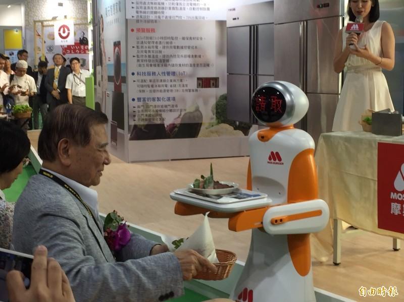 卡哇伊!摩斯漢堡導入送餐機器人