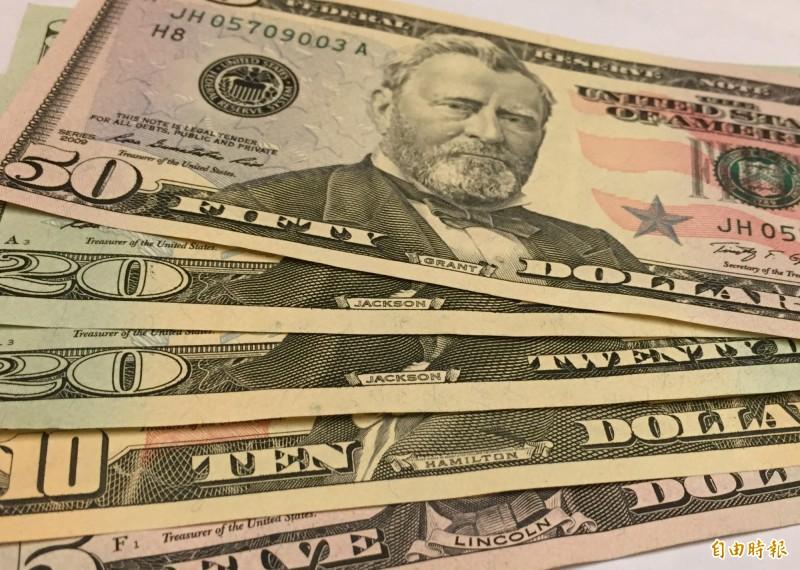 新台幣急貶!壽險業5月擺脫外匯損失 29個月首見