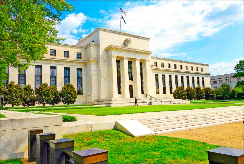 川普批歐、中匯率戰 怨Fed像傻瓜