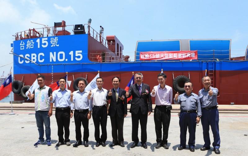 首艘大型駁船首航 台船正式跨足海事工程