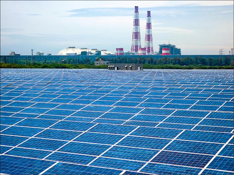門檻研擬上修/1600瓩以上用電大戶 須安裝或購買綠電