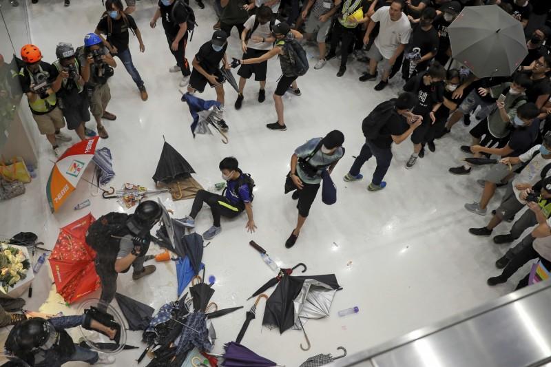 反送中》抗爭者控沙田商場引警鎮壓  網揚言抵制背後地產商