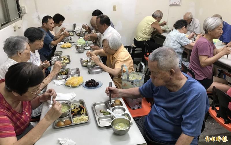 加速老化!台灣老年人口達352萬  連續3年增幅逾5%