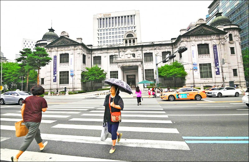 兩貿易戰夾擊 韓3年來首度降息