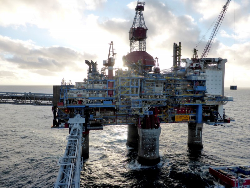 美股疲弱、墨西哥灣恢復生產 國際油價大跌逾2.5%