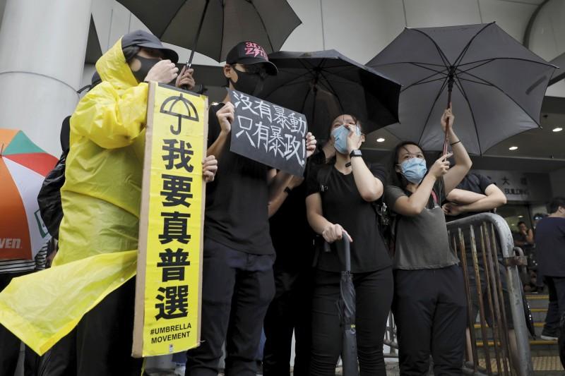 調查:香港青年開心指數輸給新加坡 最不滿住屋條件