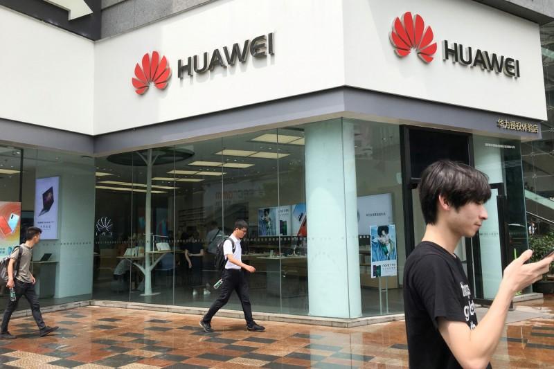 競爭對手恢復賣華為手機  日本NTT社長批:為顧客找麻煩!