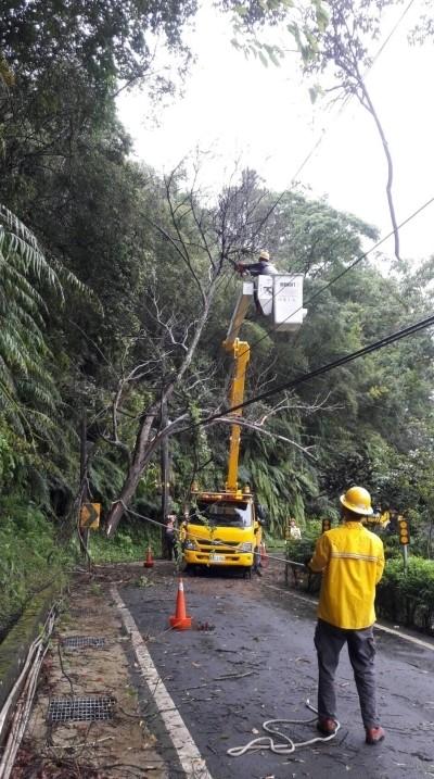 利奇馬偏北台電搶修快 估晚間8點可全復電