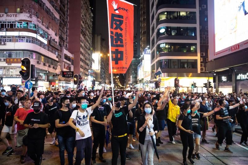 書劍集》為何在港資金不搶進台灣?