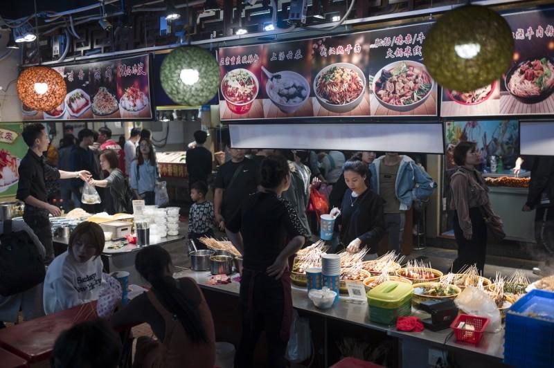 經濟放緩、物價上漲、人民幣下跌...中國中產階級倍感威脅