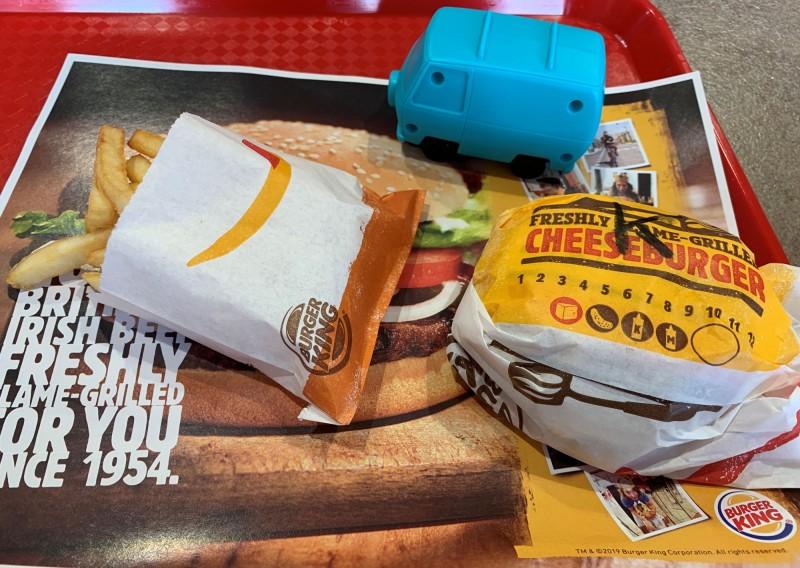 減少汙染!英國漢堡王宣布:兒童餐不再送塑膠玩具
