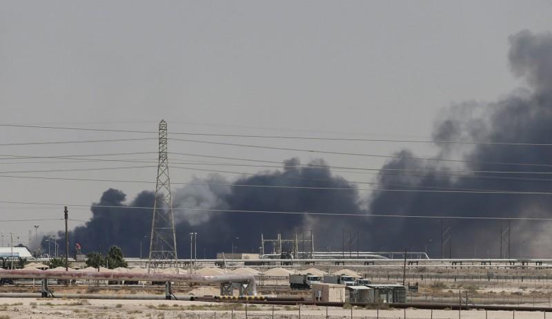 沙國原油每日出口量大減150萬桶 被迫向鄰國買油