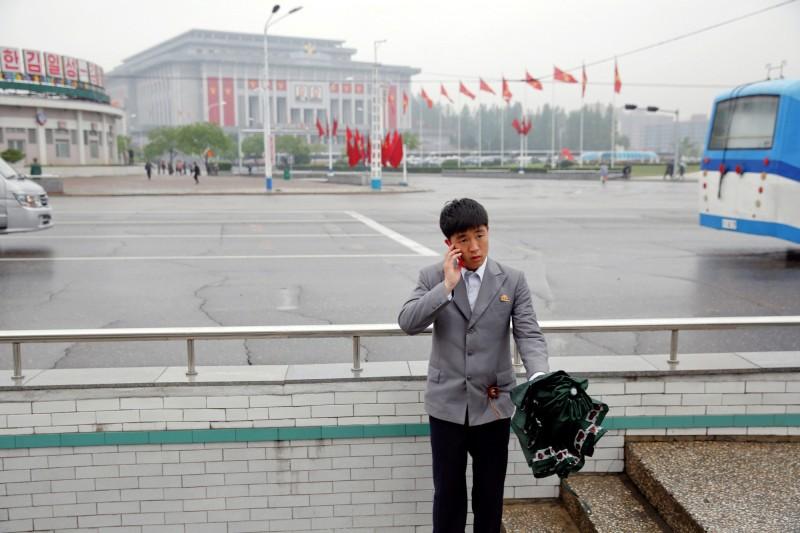 路透:中國用台日廠零件製廉價手機 偷偷銷給北韓
