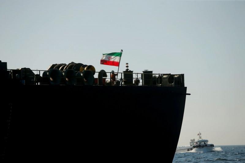 伊朗油輪驚傳遭飛彈攻擊 國際油價應聲大漲2%