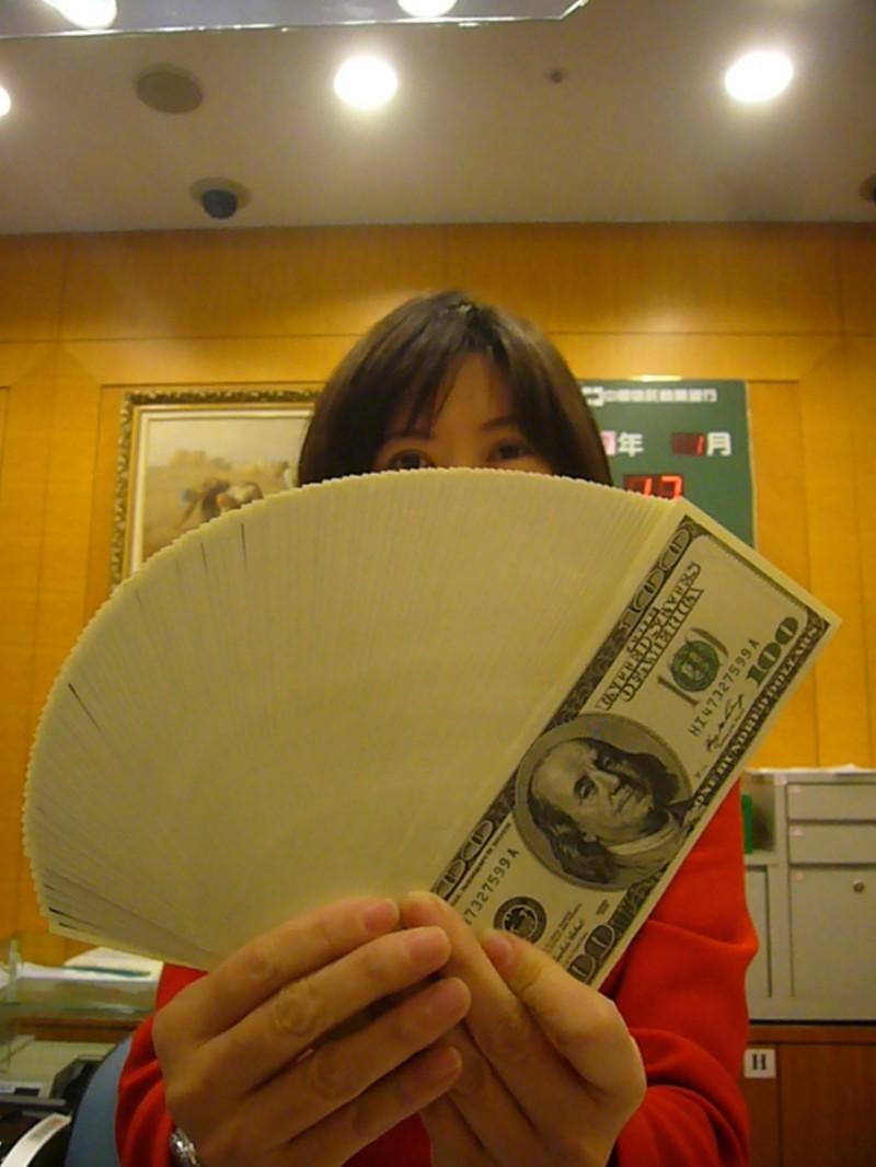 台幣狂漲 善用「外幣設價服務」、「定期定額換匯」換得最佳匯率