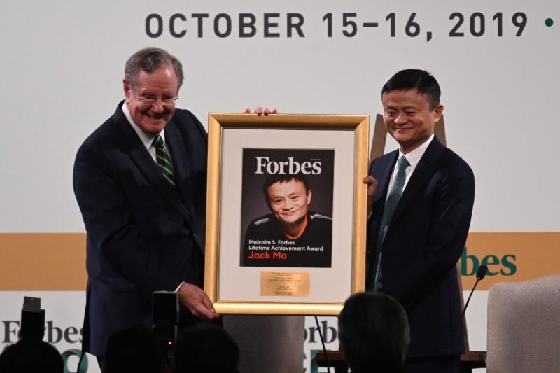 讚馬雲「有史以來最偉大企業家英雄」 富比世授終身成就獎