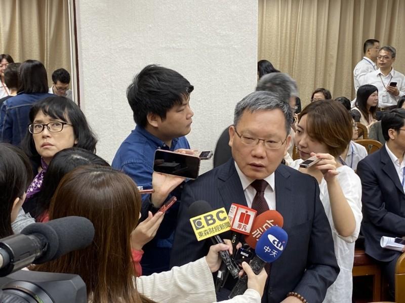 黃國昌轟政府抑制囤房不力 財長反嗆:打房不是只有你能喊!