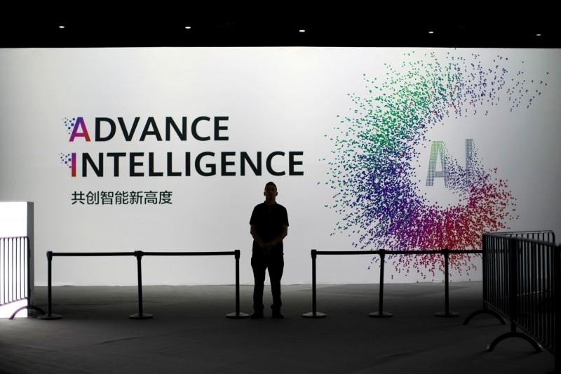 中國在AI有這2大優勢!Google前CEO促華府加大投資
