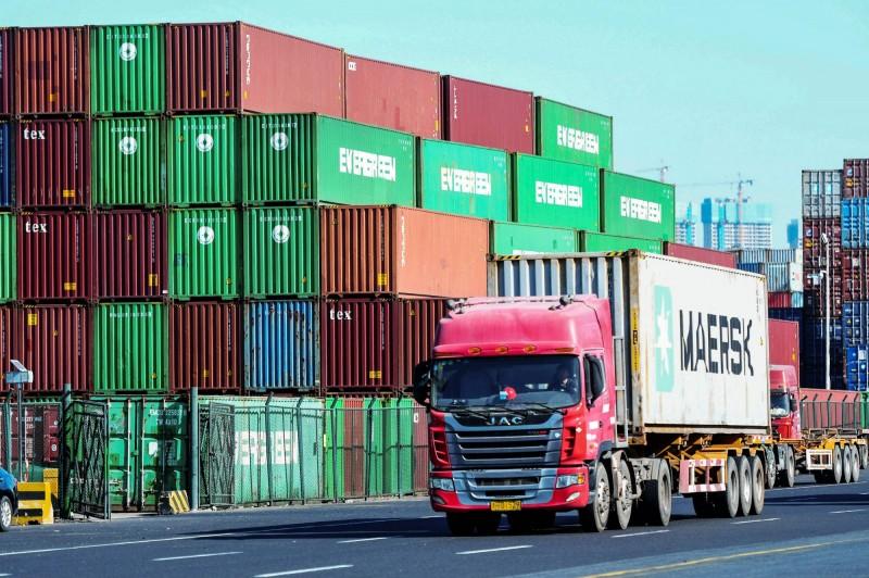 中國10月進出口持續衰退 跌幅小於預期