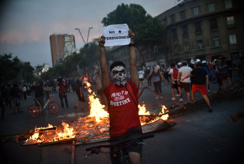 政府讓步允修憲法  智利披索仍貶破歷史新低