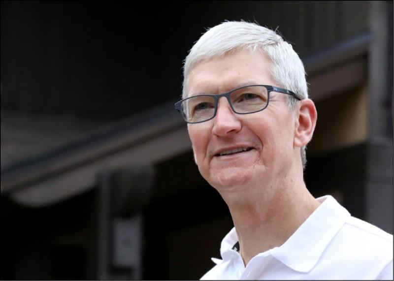 川普將訪蘋果工廠 庫克再討關稅豁免