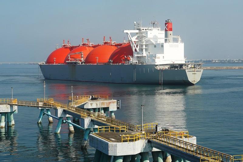 兩船液化天然氣看世局