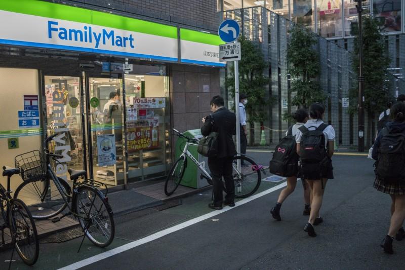 小7之後  日本全家也因缺工開放非24h營運