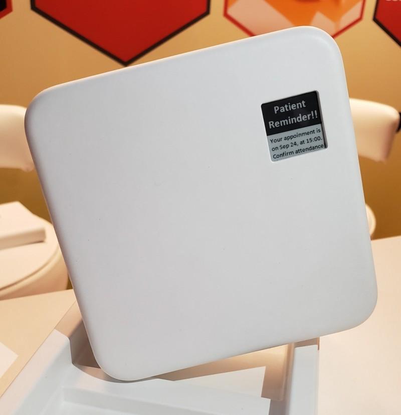 元太與RyPax Wing Fat合作  智慧藥盒AIPIA高峰會亮相