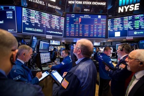 全球股市一片慘綠 亞股今加速下挫 港股重挫近600點