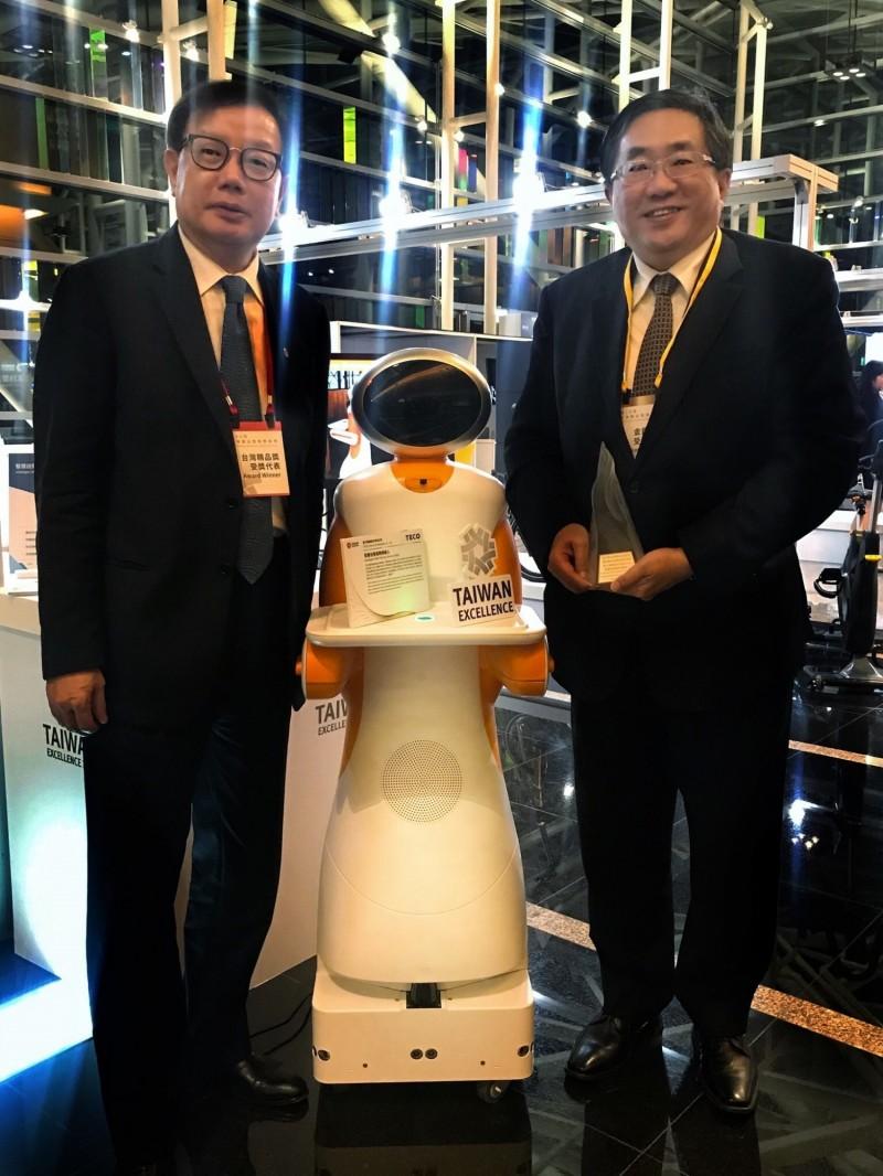 東元「送餐機器人」打敗上千對手 獲台灣精品銀質獎