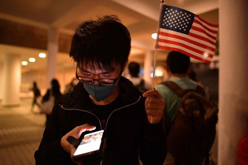 川普簽香港法案 環時總編:中國擬禁法案起草人入境中國