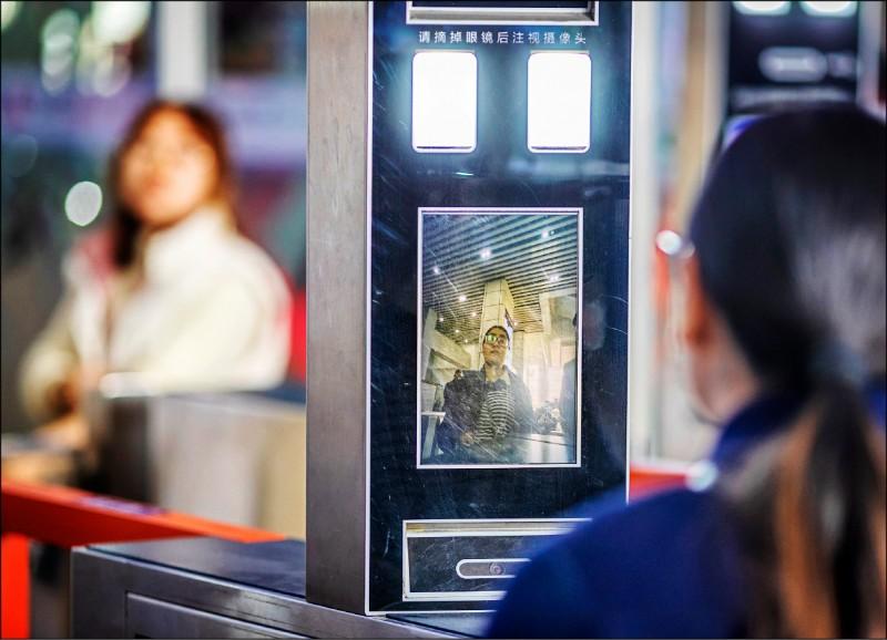 〈財經週報-國際財經〉高科技的雙面刃 中國刷臉付帳 成監控人民利器