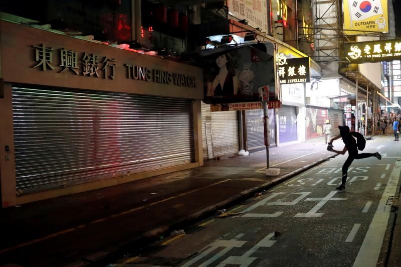 自反送中抗爭起 調查:香港97%零售企業虧損