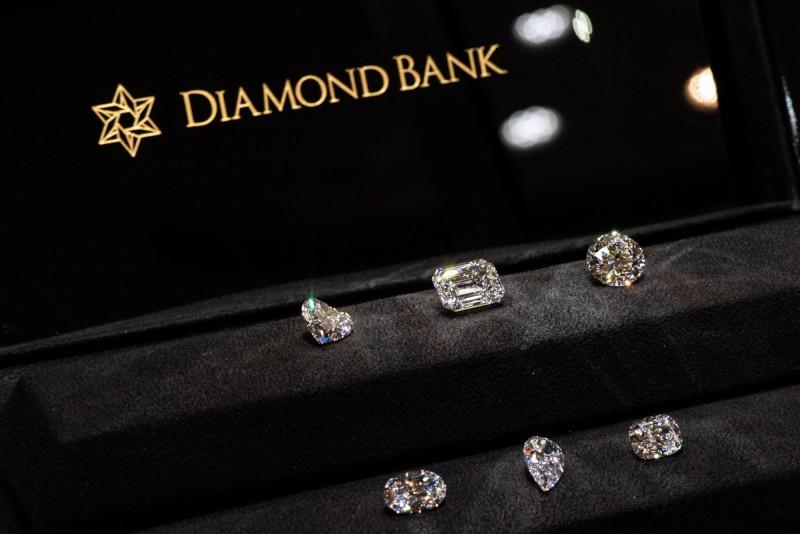 DIF鑽石巡迴展  60顆3克拉以上美鑽一次秀出