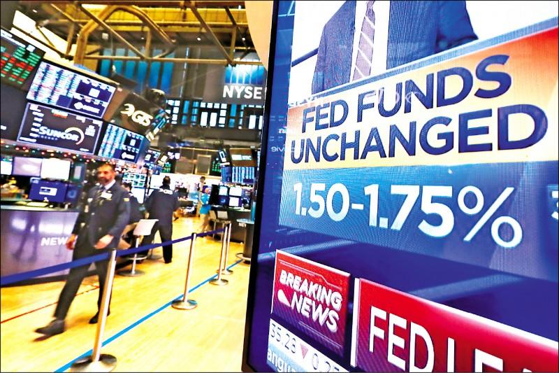 Fed暗示明年利率不變╱外資瘋狂拋售美元 台幣升9.9分 收30.406元