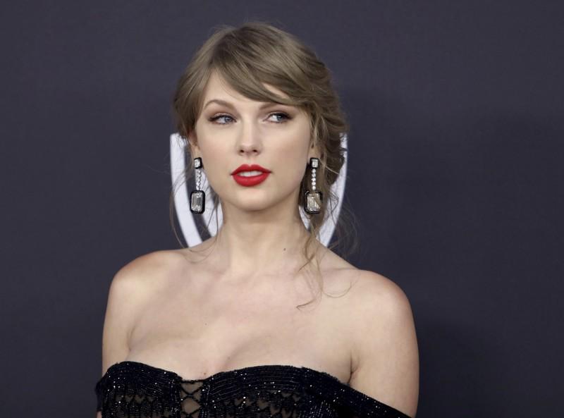 美歌壇天后怒了!泰勒絲砲轟私募基金「把音樂當房地產買賣」