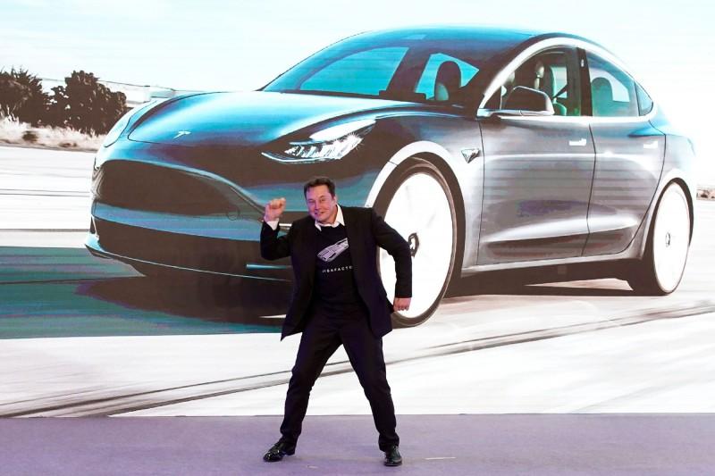 驚豔!特斯拉登美國史上首家市值破千億美元汽車製造商