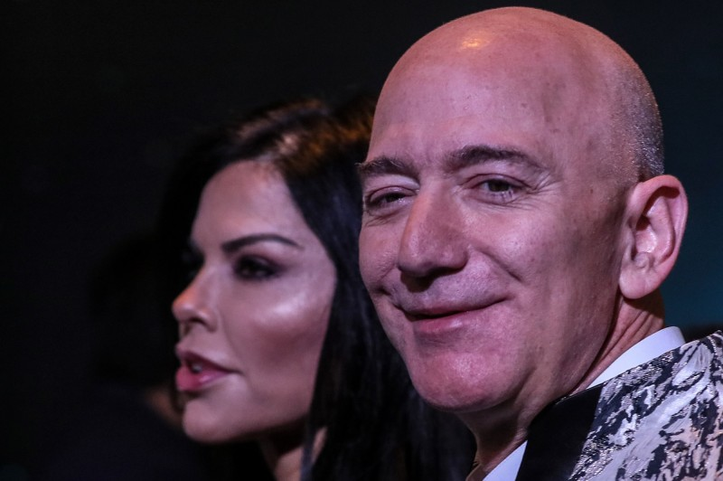 武漢肺炎》奢侈品股價受挫 貝佐斯擠下阿諾特奪回全球首富寶座