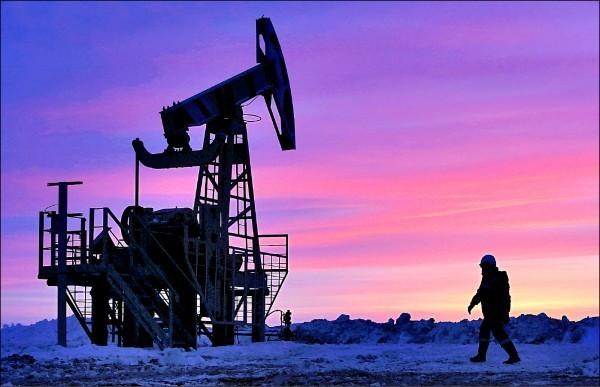 武漢肺炎》國際油價重挫逾2%