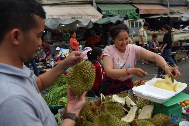 武漢肺炎》貨進不去錢拿不回來 中國防疫讓東南亞水果放著爛