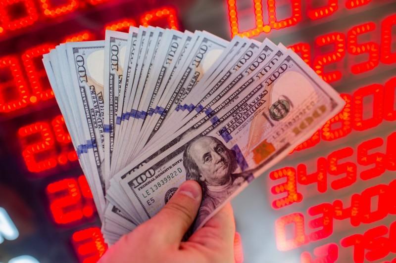 武漢肺炎》避險需求推動美元指數 恐拖累全球經濟成長