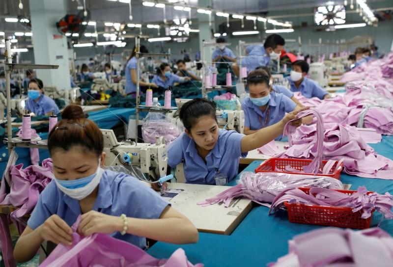 武漢肺炎》東南亞成衣廠依賴中原料 Uniqlo、Gap、Nike恐斷貨