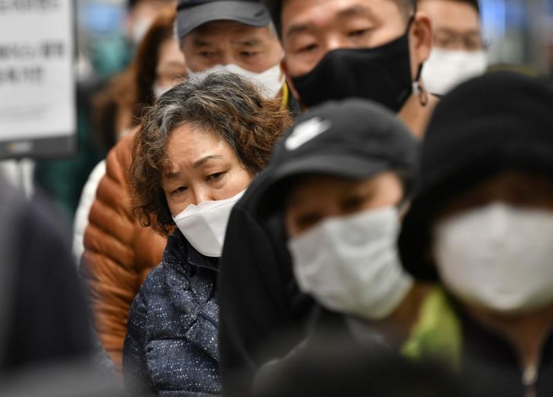 4大經濟體相繼淪陷!CNN:病毒迅速演變成「經濟大瘟疫」