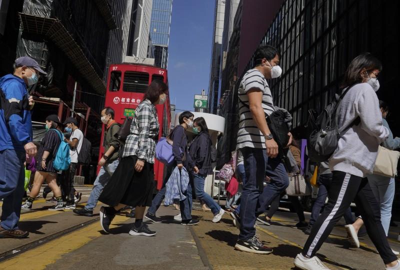 緩經濟壓力!香港政府拍板:18歲以上每人可領3.9萬元