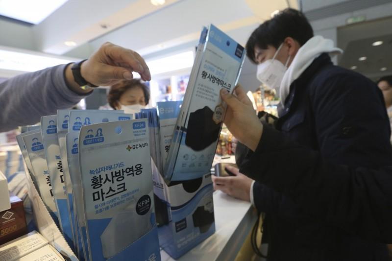 武漢肺炎》漲不停!韓國口罩網售價格 較疫情前攀漲6至8倍