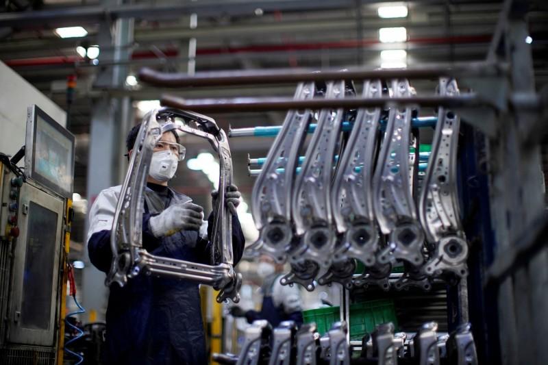 武漢肺炎》零組件+人力短缺 中國汽車產能恢復率低於40%