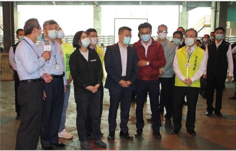 關心農民用肥 總統蔡英文親自視察台肥台中廠