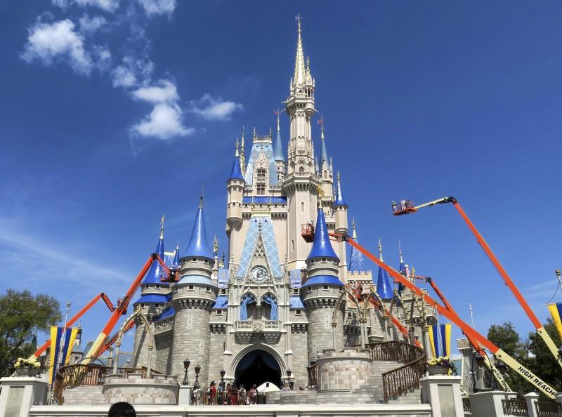 佛州迪士尼世界4.3萬名員工 19日起放無薪假