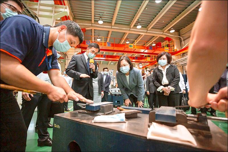 穩就業》切割機大廠精呈「充電再出發」 總統訪視打氣